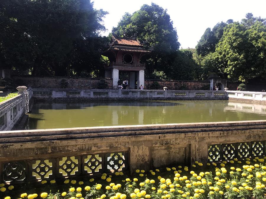 文廟 池と奎文閣   ハノイのおすすめ市内観光スポット30選!
