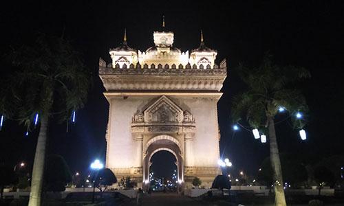 ビエンチャンの凱旋門「パトゥーサイ」 | キャリアリンク タイランド 東南アジアの就職・転職情報サイト