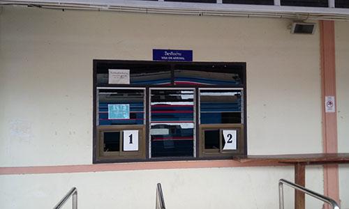 タナレーン駅のホームにあるラオス側のイミグレ | キャリアリンク タイランド 東南アジアの就職・転職情報サイト